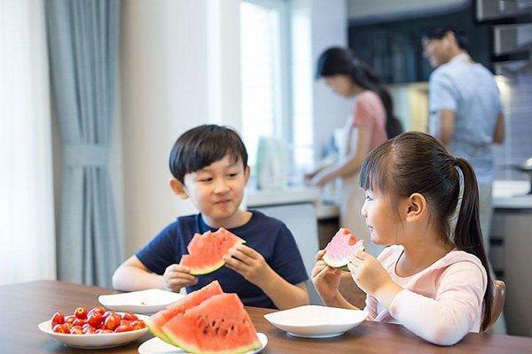西瓜削皮机:夏天吃西瓜的四大好处